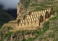 Древние руины зданий