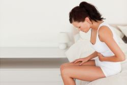 teden pred menstruacijo boli spodnji trebuh
