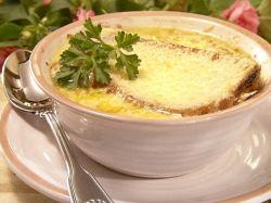zupa cebulowa z grzankami i tartym serem