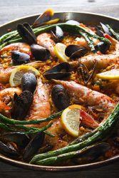Klasična Paella z školjkami in kozicami - recept