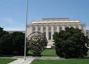 Армиллярная сфера, установленная напротив Дворца Наций