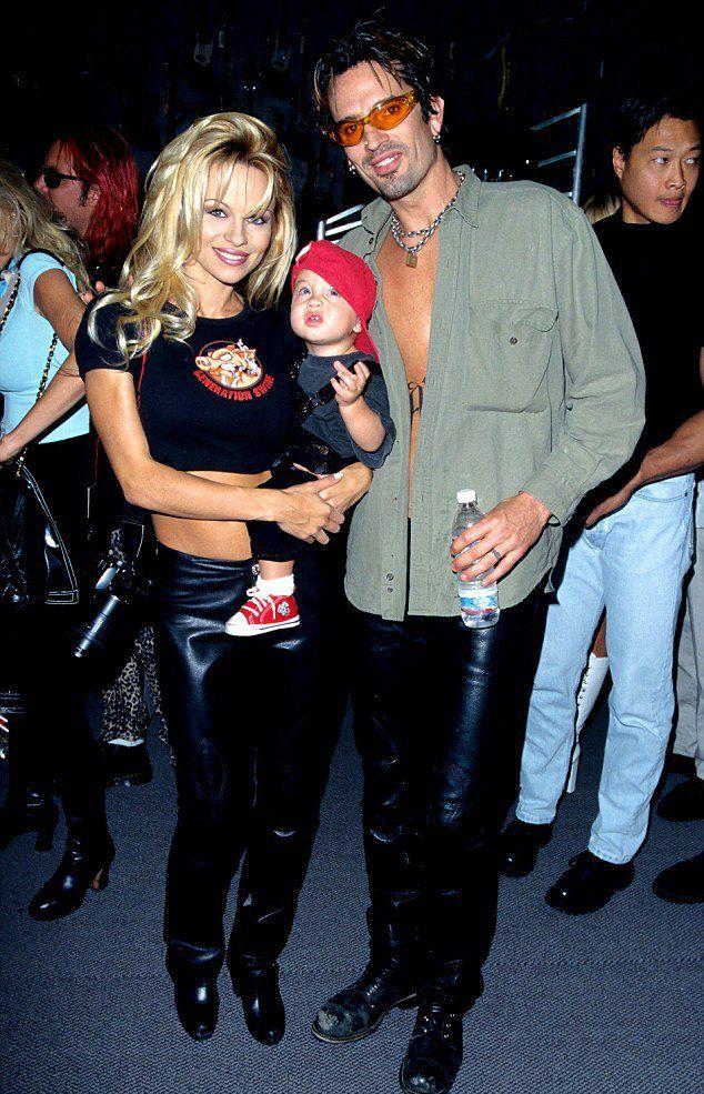 Памела Андерсон и Томми Ли с сыном в 1997 году