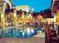 Отель Roman Hotel бассейн и ресторан