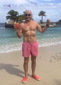 Не унывающий Патрик Стюарт на отдыхе