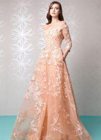 sukienka brzoskwiniowa w podłodze 6