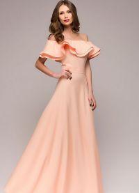 sukienka brzoskwiniowa w podłodze 9