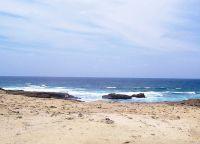 безлюдный пляж на полуострове Санта Елена