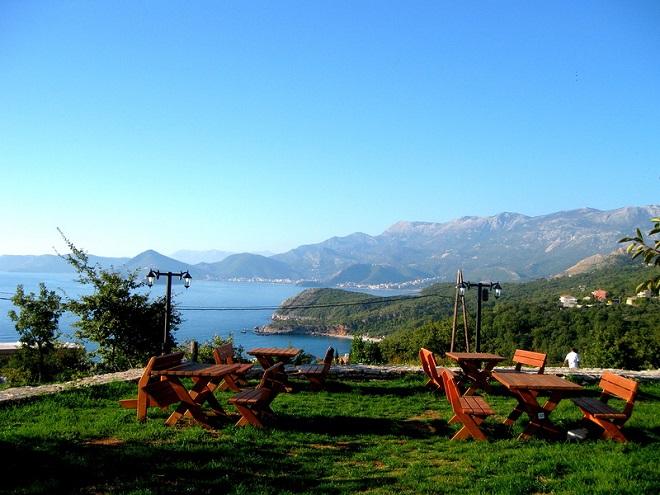 Вид на бухту с террасы ресторана