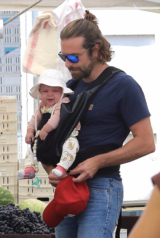 Брэдли Купер с дочерью на  рынке