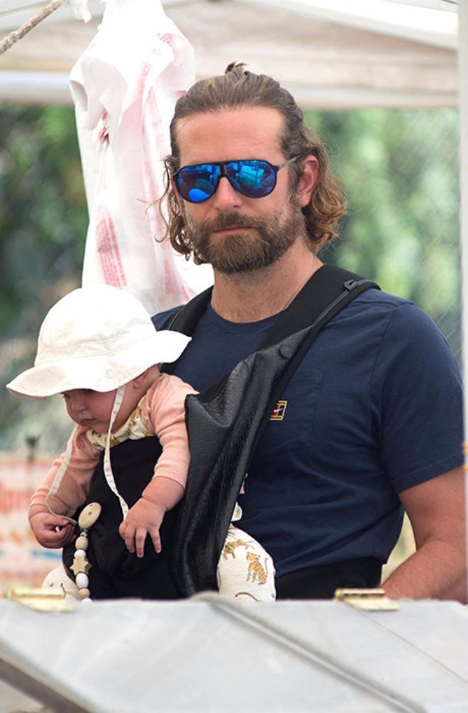 Брэдли Купер с дочерью на фермерском рынке