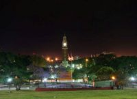 Площадь и парк ночью