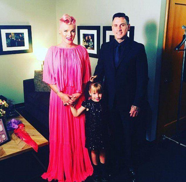 Пинк с мужем Кэри Хартом и дочерью Уиллоу