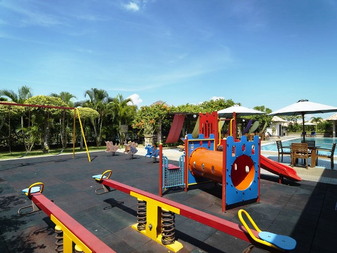 Парк и детская площадка на курорте