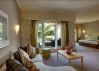 Отель Le Suffren Hotel & Marina  номер светлый