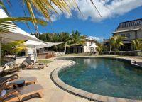 Отель Le Suffren Hotel & Marina бассейн