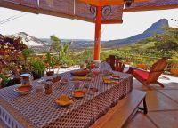 Завтрак на террасе Mon Choix Ecolodge
