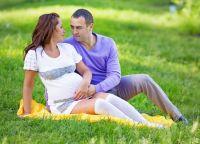 Pozowanie do sesji zdjęciowej w ciąży 7
