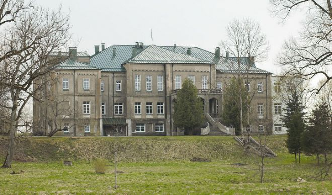 Бывший дворец Корфов