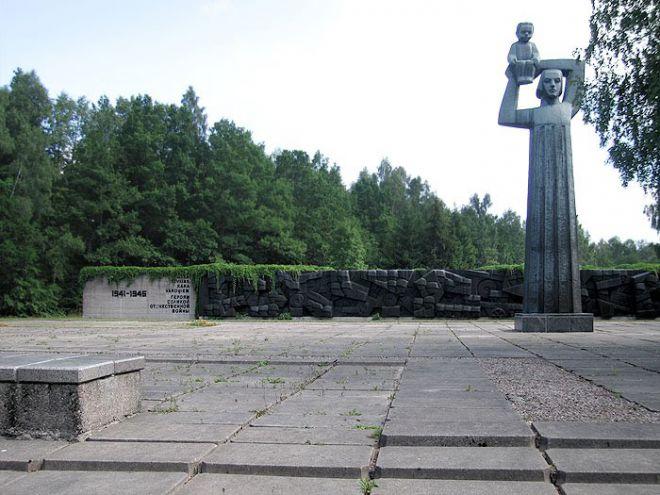 Памятник на Приекульском братском кладбище