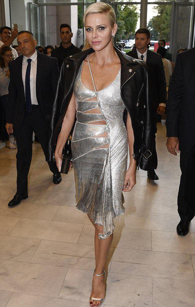 Княгиня Монако Шарлен на показе Versace