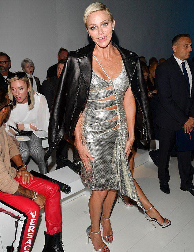 Княгиня Шарлен в платье Versace в вырезами
