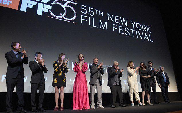Бен Стиллер с коллегами по фильму на сцене Нью-Йоркского кинофестиваля