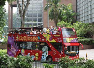 Туристический автобус в Сингапуре