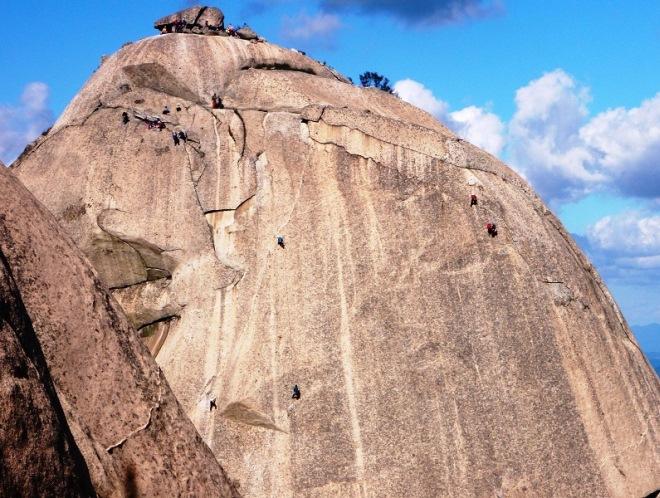 Скалолазы на Пукхансане