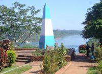 Стела, символизирующая место встречи границ трех государств