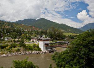 Вид на консольный мост и реку Мо-Чу