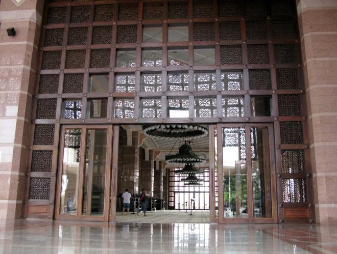 Вход в мечеть