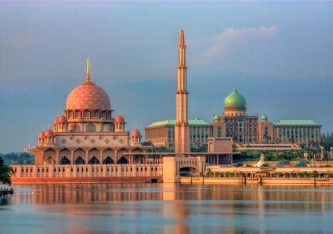 Мечеть Путра и резиденция министра