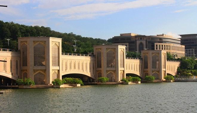 Мост Путра