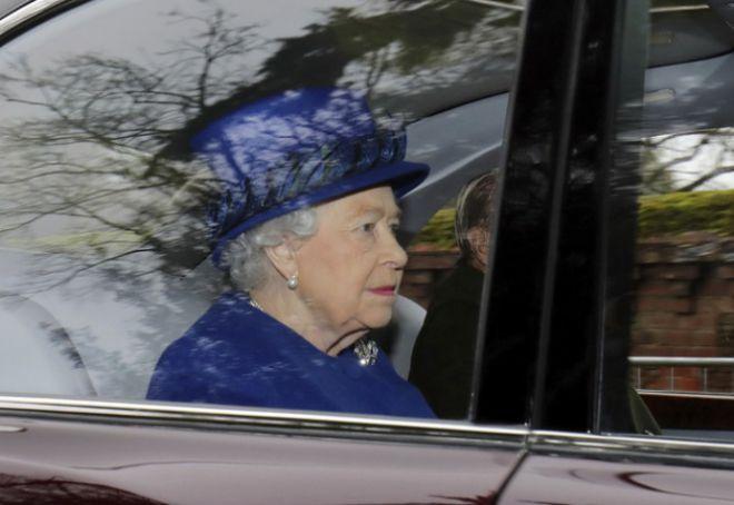 Королева прибыла на службу в Сандрингем