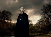 Королева сама говорила где и как она будет позировать