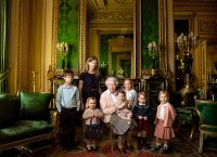 Портрет Елизаветы II и младших членов королевской семьи