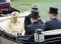 Королева Елизавета II, принцы Филипп, Гарри и Эндрю