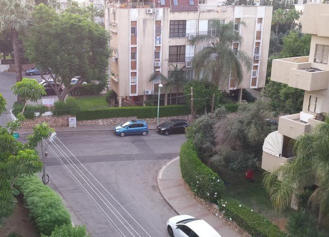 Апартаменты Ramat HaSharon Apartment