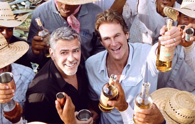 Актер Джордж Клуни и Рэнди Гербер продали свой бренд текилы
