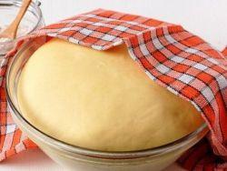Ciasto z masłem drożdżowym - Przepis bez gąbki