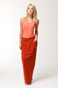 Czerwona długa spódnica 1