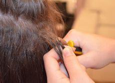 Jak usunąć przedłużanie włosów w domu