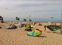 Кайтсерфинг на пляже в Зебрюгге