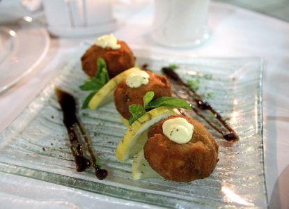 Фирменное блюдо Colosseum - грибы фаршированные креветками