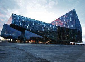 Харпа - здание, напоминяющее стеклянные соты