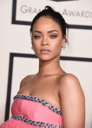 Obleka Rianna na Grammyju 2015 1