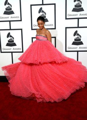 Obleka Rianna na Grammyju 2015 3