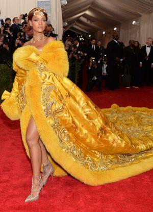 Obleka Rianna na Grammyju 2015 6