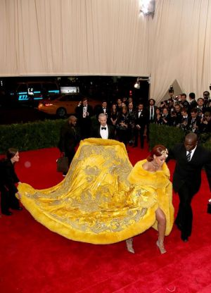 obleko rianna na Grammyju 2015 8