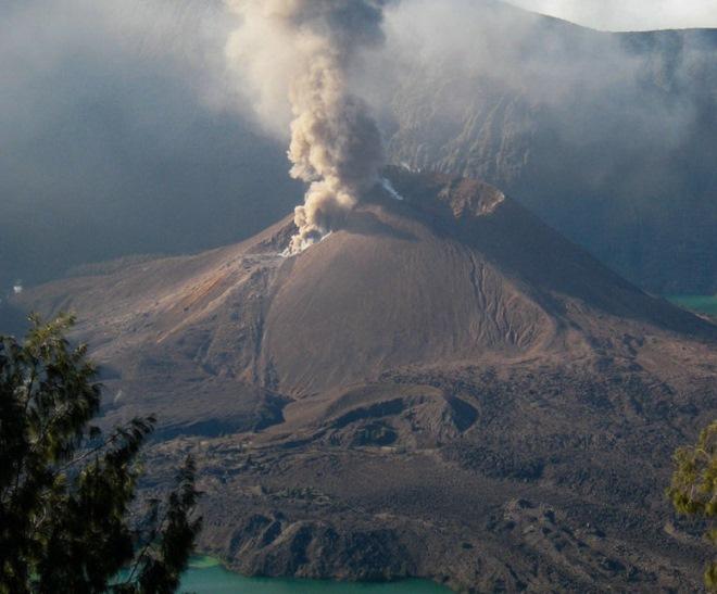 Извержение Ринджани